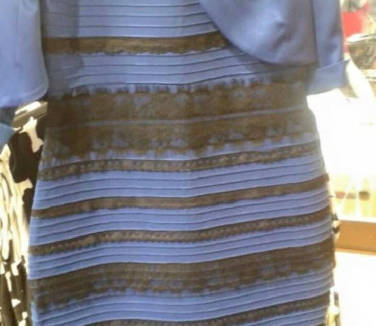 Pourquoi les gens voient-ils des couleurs différentes dans cette robe ?