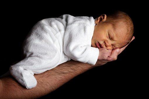 comment masser son bebe