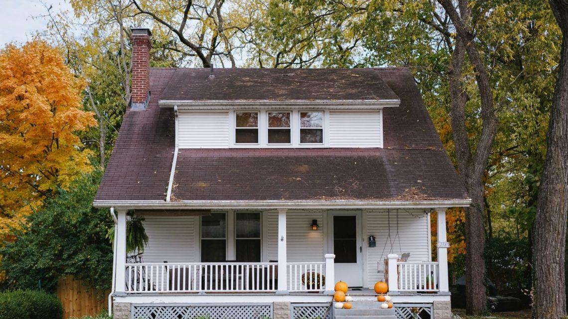 Rénovation de toit : quand faire appel à un professionnel ?