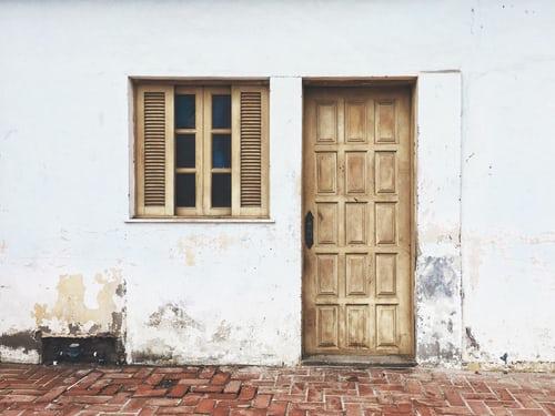 Comment faire une porte en contreplaqué de bois ?